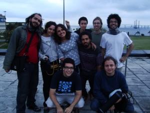 Helil, Tau, Manú, Lana, Léo, Sayd, em pé. agachados, Kaoe, Caio e Anderson. fim do último dia de filmagem, com equipe incompleta, uma pena.